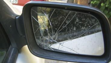 Θεσσαλονίκη: Τρία άτομα προκάλεσαν φθορές σε αυτοκίνητα και μηχανές