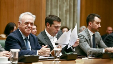 """Τσίπρας στο υπουργικό συμβούλιο: """"Δεσμευθείτε ότι δεν θα ρίξετε την κυβέρνηση για το σκοπιανό"""""""