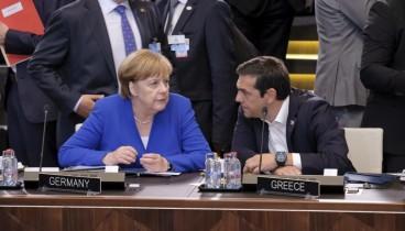 Bloomberg: Η Μέρκελ δίνει στον Τσίπρα μια πιθανή στήριξη πριν τις εκλογές του 2019